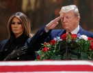 """Vì sao cựu Tổng thống Bush """"cha"""" muốn ông Trump dự tang lễ?"""