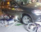 Ô tô tông hàng loạt xe máy, 4 người bị thương