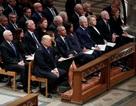"""Cuộc gặp căng thẳng của ông Trump với các cựu Tổng thống Mỹ tại lễ tang Bush """"cha"""""""