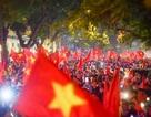 Cổ động viên Việt Nam hạnh phúc tột cùng sau khi vào chung kết AFF Cup 2018