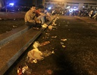 Hà Nội: Rác tràn ngập trước cổng SVĐ Mỹ Đình sau màn ăn mừng của các CĐV Việt Nam