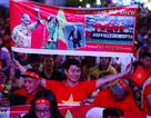 """Phố đi bộ Nguyễn Huệ """"nêm chặt"""" người, hàng ngàn CĐV chung niềm tin Việt Nam chiến thắng!"""