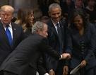 """Khoảnh khắc gây chú ý của cựu Tổng thống Bush """"con"""" trong tang lễ cha"""