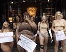 """Phụ nữ """"ngoại cỡ"""" xuất hiện trước cửa hiệu nội y đòi """"vẻ đẹp đa dạng"""""""
