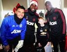 Cầu thủ MU mang Giáng sinh ấm áp đến cho các cổ động viên đặc biệt