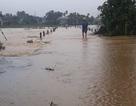 Quảng Ngãi: Lũ lên nhanh, khắp nơi mênh mông nước ngập