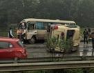 Hai xe khách va chạm mạnh trên cao tốc Nội Bài - Lào Cai, 2 người nhập viện