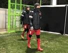 U23 Việt Nam mặc kín mít như Ninja, HLV Park Hang Seo co ro vì lạnh