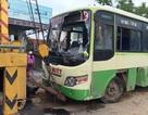 Xe bus tự lật nhào, 3 người bị thương