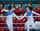 """Đội quân sắc đẹp Triều Tiên """"nhuộm đỏ"""" nhà thi đấu Hàn Quốc"""