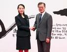 Ẩn ý bức ảnh chụp em gái ông Kim Jong-un và Tổng thống Hàn Quốc