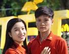 Nhiều cặp đôi mặc áo cặp đón lễ tình nhân sớm vì cận tết