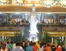 Người dân nô nức đi lễ chùa ngay sau thời khắc giao thừa
