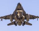 Máy bay chiến đấu Mỹ bốc cháy, thả rơi bình nhiên liệu xuống hồ Nhật Bản