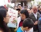 Hàng vạn người chen chân lên chùa xin chữ đầu năm