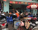 Giá tăng, hàng quán ăn uống ngày đầu đi làm vẫn chật kín khách