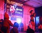 """Trung Quốc triệt nạn múa thoát y """"khuấy động"""" đám tang"""