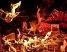 Bộ Văn hoá yêu cầu siết chặt tình trạng rải tiền lẻ, đốt vàng mã vô tội vạ