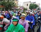 Hàng vạn người đội mưa, ùn ùn đổ về chợ Viềng