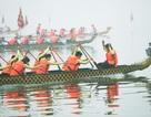 Hội đua thuyền rồng ở hồ Tây diễn ra trong sương mù dày đặc