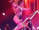 Jennifer Lopez khoe vòng ba rực lửa
