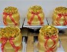 """Bánh hũ vàng """"cháy hàng"""" làm không kịp bán ngày Vía Thần Tài"""