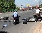 Tai nạn kinh hoàng: Hàng chục người nâng xe giải cứu nạn nhân trong gầm xe
