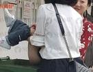 Dân Singapore sốc khi thấy khách nước ngoài cho con đi vệ sinh vào thùng rác công cộng