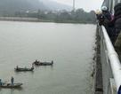 Huy động thuyền tìm kiếm người phụ nữ nhảy cầu Bến Thủy