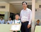Chủ tịch tỉnh Cà Mau khen thưởng học sinh lớp 3 trả lại 44 triệu đồng nhặt được