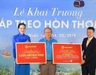 Ông Park Hang Seo là một trong những vị khách đầu tiên trải nghiệm cáp treo Hòn Thơm