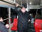 Ông Kim Jong-un và vợ đi thử xe điện lúc nửa đêm
