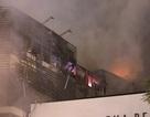 Hà Nội: Nhà 5 tầng cháy ngùn ngụt, lan sang hàng xóm, dân tình hoảng loạn