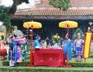 Hoàng cung Huế dựng cây Nêu và gói bánh Tết