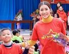 Diễn viên 9X xinh đẹp mang Tết sớm đến với học trò nghèo vùng cao