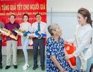 Hoa Hậu Thư Dung thăm hỏi, trao quà cho trẻ khuyết tật, người già neo đơn