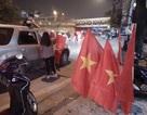 Tuyển U23 Việt Nam vào bán kết, dân Việt đổ xô xuống đường bán cờ hốt bạc triệu