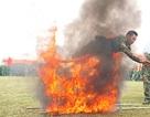 Thót tim xem các chiến sĩ trinh sát bay qua vòng lửa