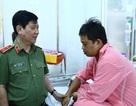 Vụ truy đuổi xe chở thuốc lá lậu: Bộ Công an thăm hỏi chiến sĩ CSGT bị thương