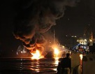 Lai dắt tàu xăng bị cháy về khu an toàn, chống tràn dầu ra sông