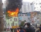 Hà Nội: Cháy lớn tại cửa hàng dịch vụ cưới hỏi đường Ô Chợ Dừa