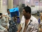 Kiểm tra công tơ điện, 4 nhân viên điện lực bị truy đuổi đến tận... bệnh viện
