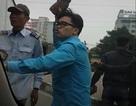 Hà Nội: Va chạm với xe buýt, tài xế xe tải bị nhóm người cầm gạch đuổi đánh