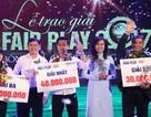 Văn Toàn tặng tiền giải thưởng fair-play cho đồng nghiệp nữ gặp khó khăn