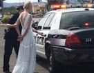 Trót uống rượu trên đường đến đám cưới, cô dâu say xỉn bị giải lên đồn