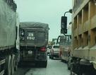 Quốc lộ 1A tắc nghẽn nhiều giờ sau vụ va quệt giữa xe tải và xe khách