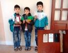 Nghiện chơi game, 3 học sinh tiểu học phá tường trộm điện thoại