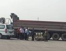 Thai phụ và con trai 3 tuổi tử vong dưới bánh xe tải