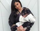 Kylie Jenner khoe con gái 1 tháng tuổi