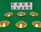 Ba người Đài Loan bị bắt ở Nhật Bản vì giấu 10,5 kg vàng buôn lậu vào áo ngực